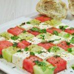 Melonensalat mit Gurke und Feta