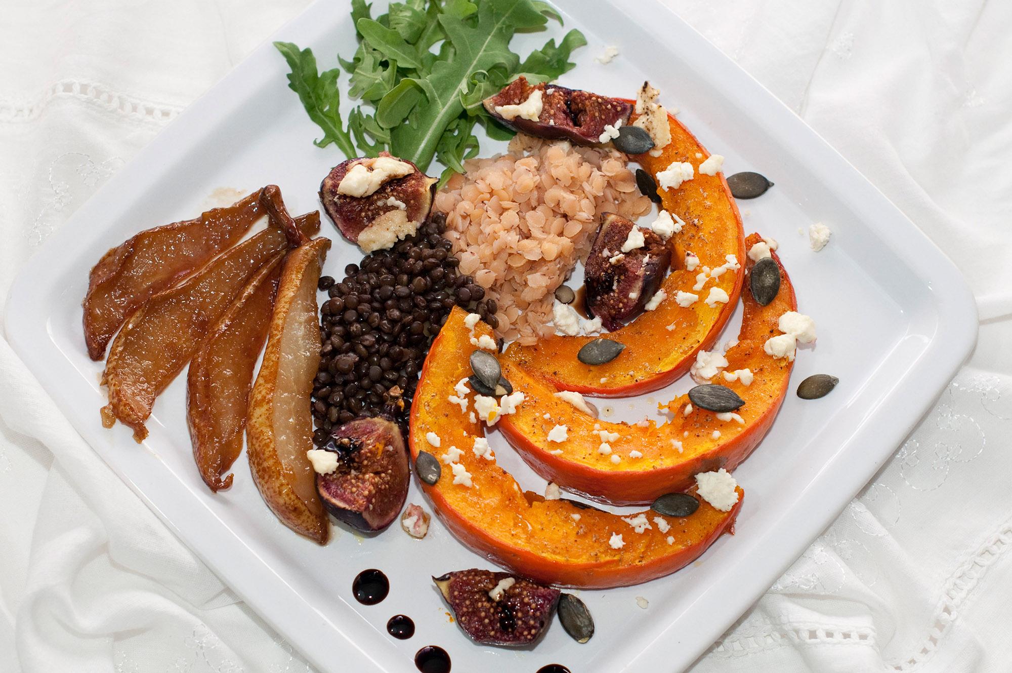 Salat-Variation aus Kürbis, Feige, Feta und Birne