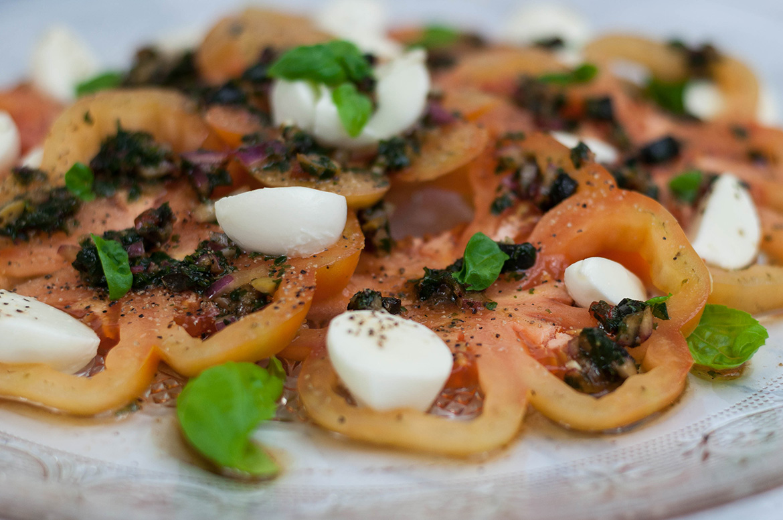 Tomaten-Mozzarella-Salat mit Gremolata