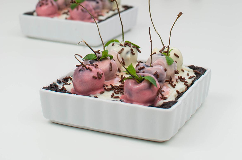 Mini-Oreo-Tarte mit Ombre-Kirschen