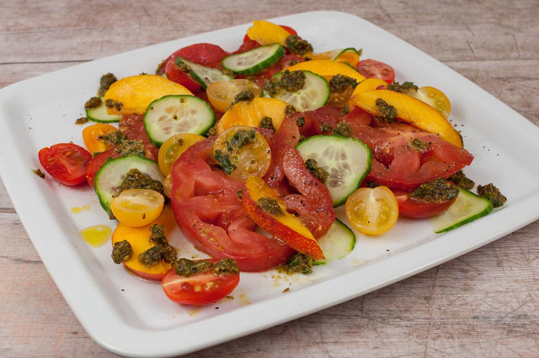 Pfirsich-Tomatensalat