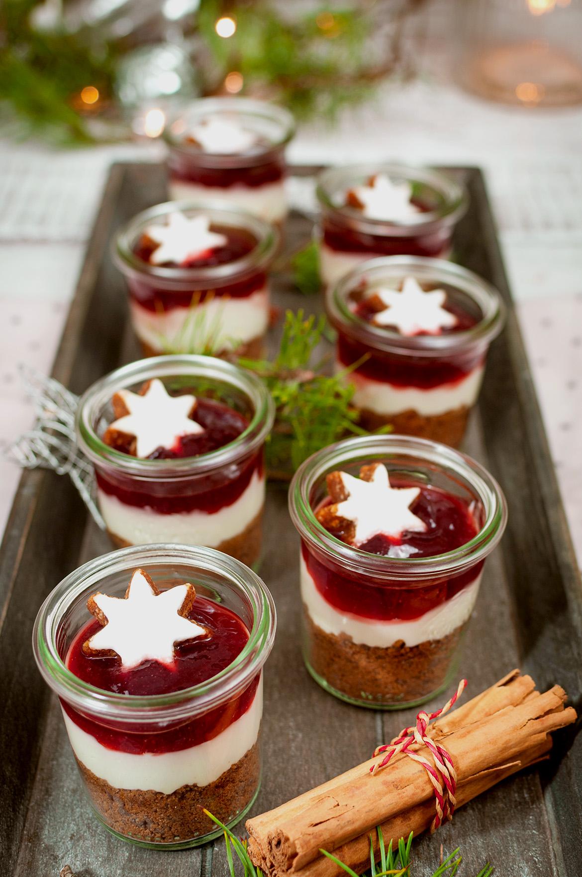 Lebkuchen-Kirsch-Dessert mit Cheesecake-Füllung im Dessert-Glas