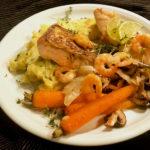 Gebratener Lachs mit Garnelen und Kartoffel-Kresse-Püree