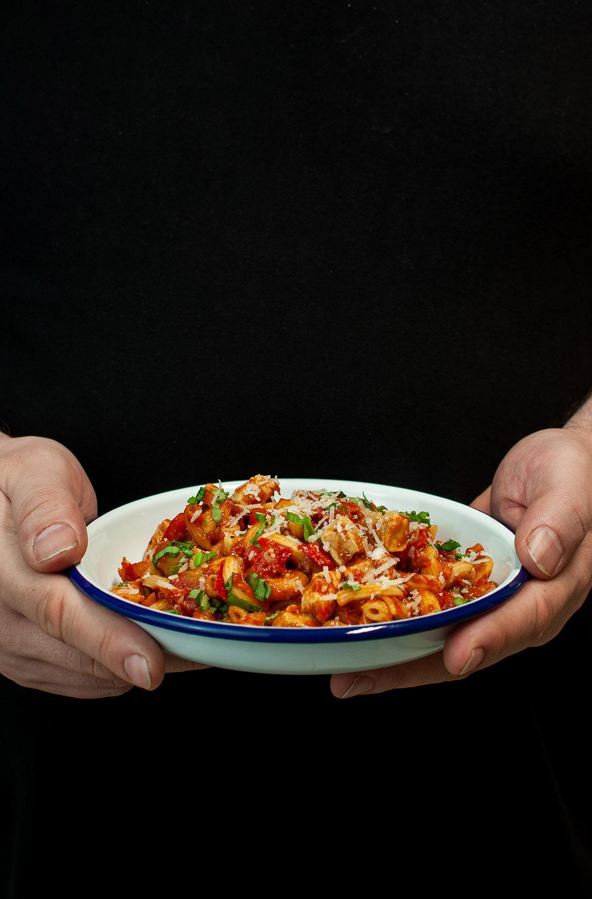 One-Pot-Pasta mit Champginons, Paprika und Hähnchenbrustfilet