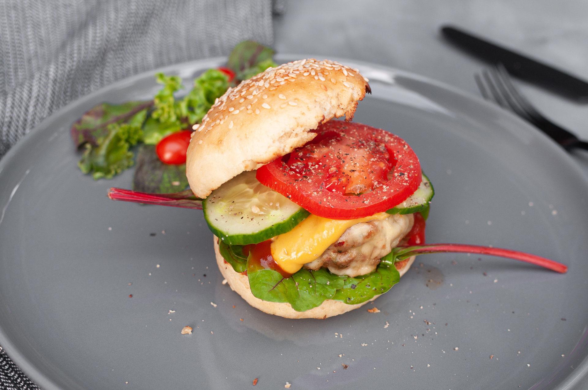 Bärlauch-Burger mit selbstgemachten Burger-Buns