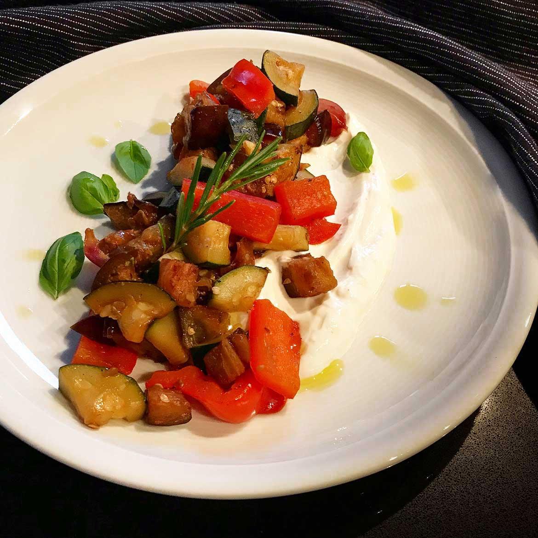 Antipasti-Gemüse mit Knoblauchcreme