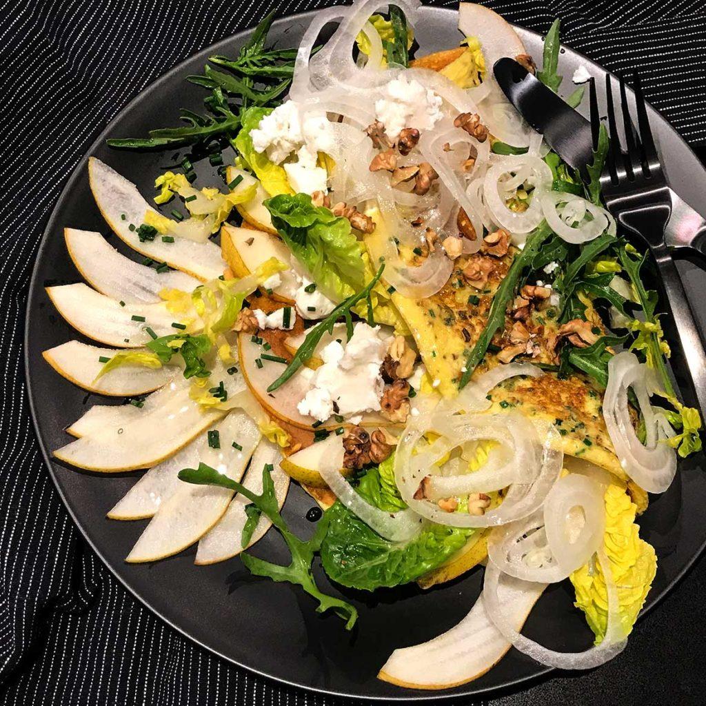 Omelette mit Birne und Ziegenfrischkäse