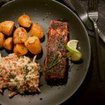 Barbecue-Lachs mit Coleslaw und Drillingen