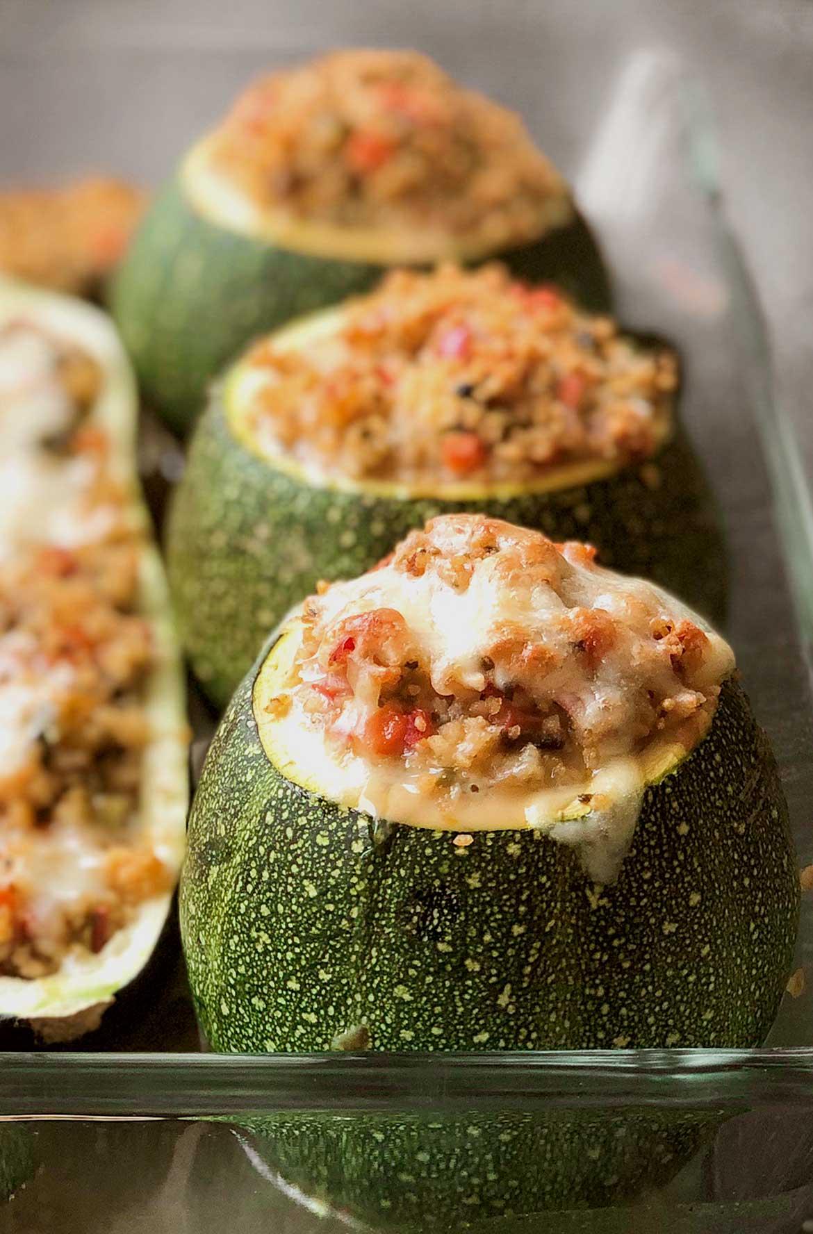 Zucchini-mit-orientalischer-Couscousfuellung