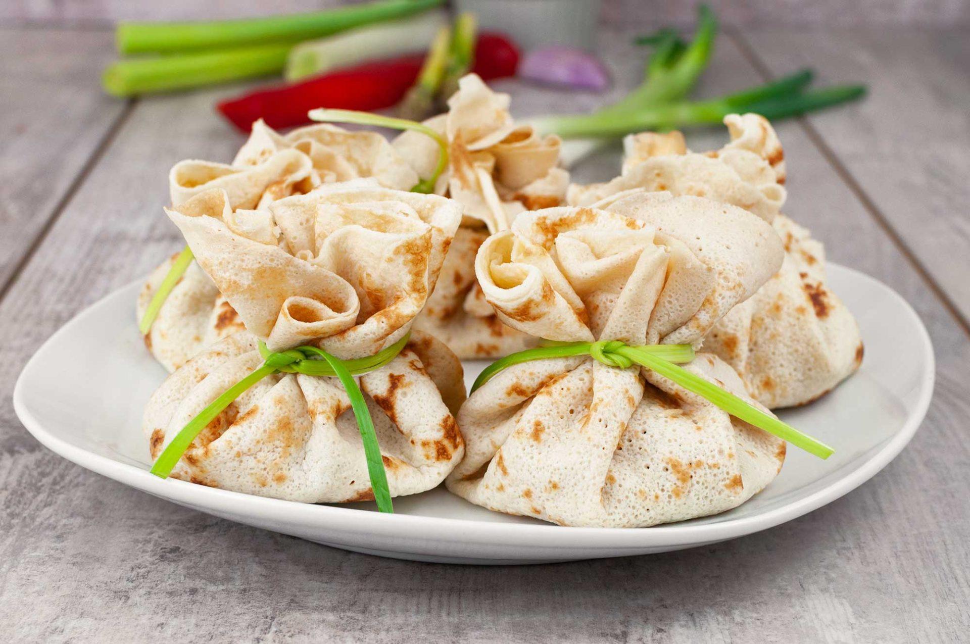 Pfannkuchen-Säckchen mit Krabbenfüllung