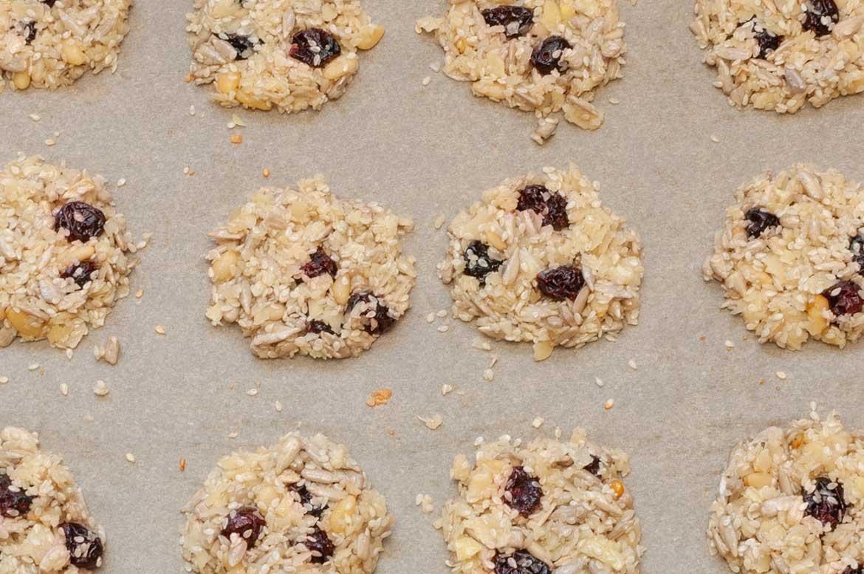 Sesam-Cracker mit Cranberries