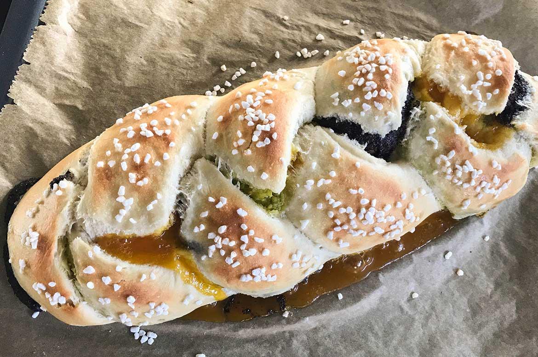 Hefezopf gebacken mit Füllung