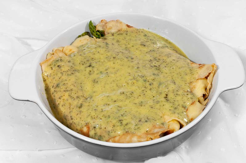 Spargel im Pfannkuchen-Mantel mit Kräuter-Hollandaise