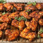 Chicken-Wings mit würziger Harissa-Orangen-Honig-Glasur