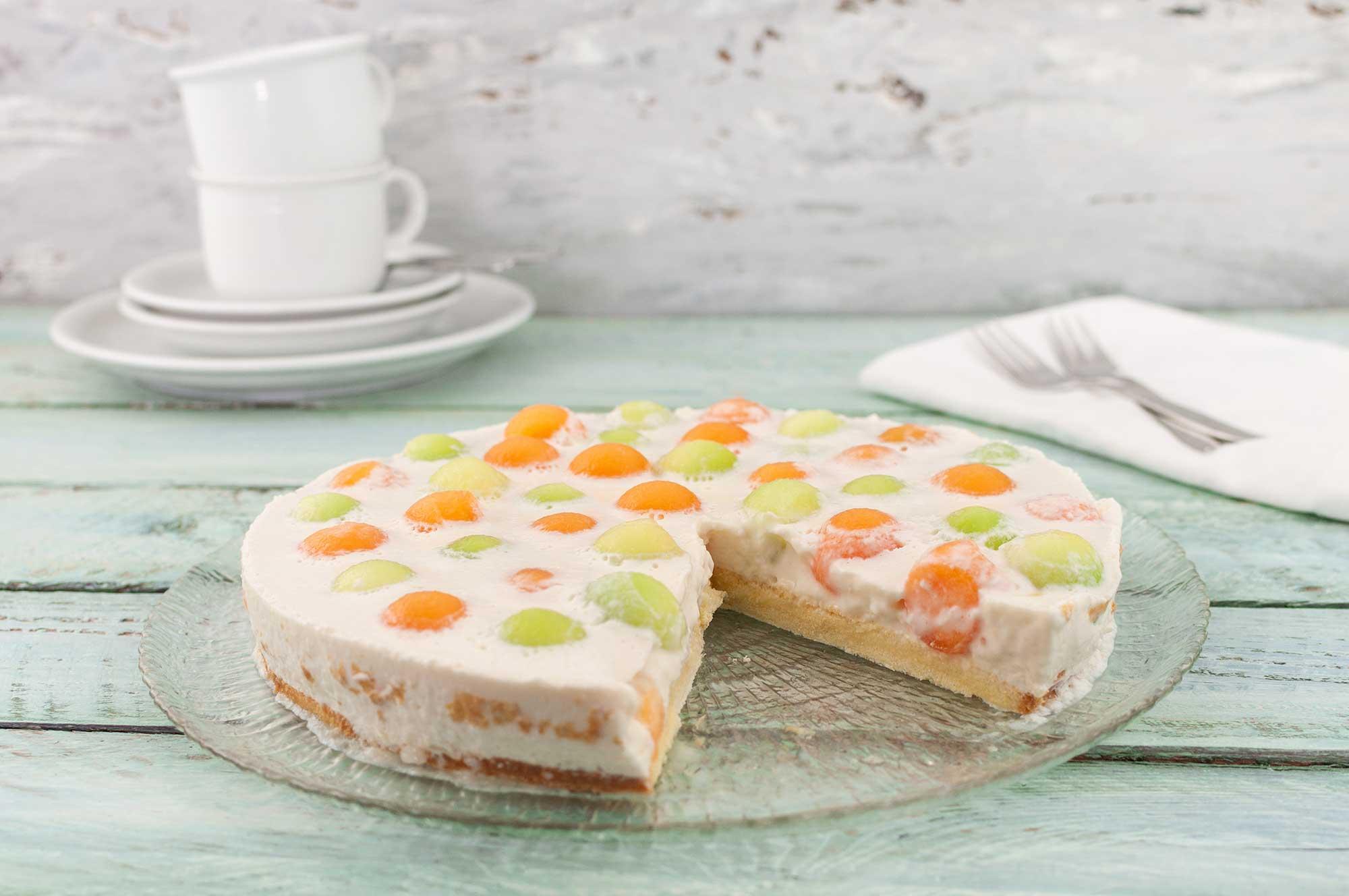 angeschnittene Melonen-Joghurt-Kuchen